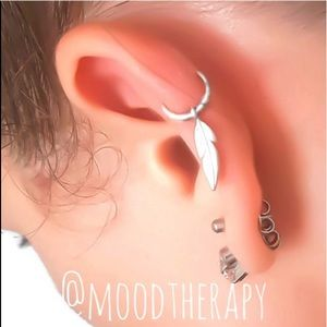 Moodtherapy Jewelry - 925S Boho Feather Cartilage Hoop Earring